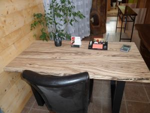 table en bois de zebrawood