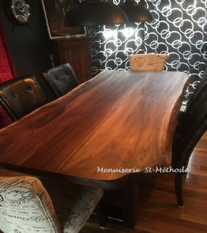 table en noyer en tranche d'arbre